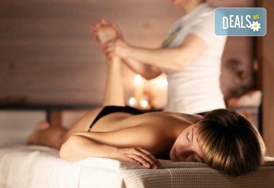 Болкоуспокояващ лечебен масаж на гръб с био масла, точков масаж на глава и ходила и 10% отстъпка от всички услуги на салон Женско Царство - Снимка 5
