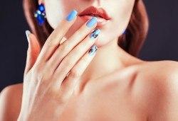 Перфектни ръце! Дълготраен маникюр с гел лак BlueSky, 2 декорации и масаж на длани в салон за красота Женско Царство в Центъра или Студентски град - Снимка