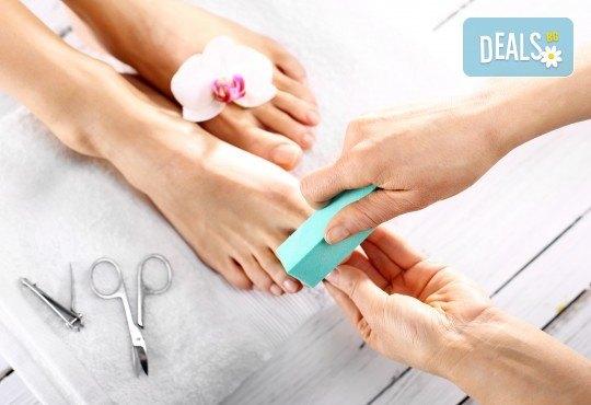 Красиво оформени и здрави нокти! Лечебен медицински педикюр от специалист във фризьоро-козметичен салон Вили! - Снимка 4