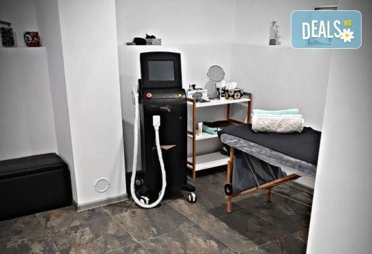 Гладка кожа с лазерна епилация на цели крака за жени, която може да се прави и през лятото! 1, 3 или 5 процедури, в салон за лазерна епилация MJ Aesthetic! - Снимка 4