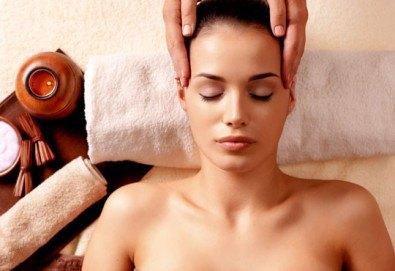 Пълен релакс! Дълбоко релаксиращ болкоуспокояващ масаж на цяло тяло с билкови масла и подарък: масаж на скалп в луксозния Senses Massage & Recreation - Снимка