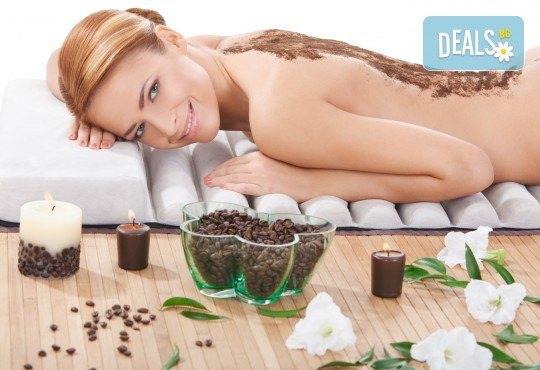 Поглезете се със 120-минутна луксозна терапия с био продукти! Масаж и пилинг на цяло тяло с биоактивен кофеин и розова терапия за лице, шия и деколте от център GreenHealth - Снимка 1