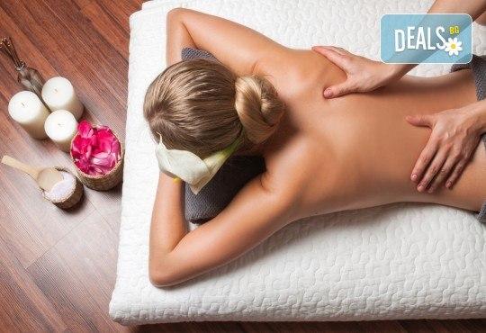 Поглезете се със 120-минутна луксозна терапия с био продукти! Масаж и пилинг на цяло тяло с биоактивен кофеин и розова терапия за лице, шия и деколте от център GreenHealth - Снимка 5