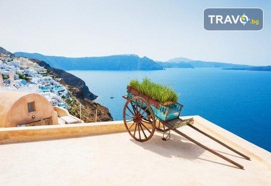 Екскурзия през септември или октомври до остров Санторини! 4 нощувки със закуски, транспорт, фериботни и пътни такси и представител на Далла Турс! - Снимка 5