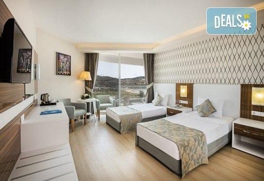 Почивка през септември и октомври в Palm Wings Ephesus Beach Resort & SPA 5*, Кушадасъ! 7 нощувки Ultra All Inclusive, транспорт с автобус - Снимка 4