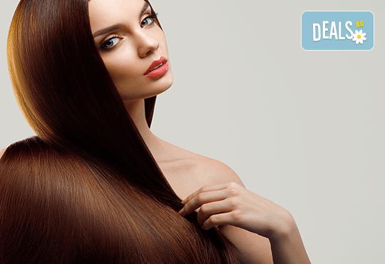За безупречна визия - подстригване, масажно измиване с професионални продукти, терапия според типа коса по избор, и прическа със сешоар в Женско царство в Центъра или Студентски град - Снимка 4