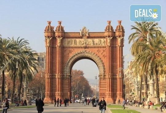 Есенна самолетна екскурзия до Барселона на дата по избор със Z Tour! 3 нощувки и закуски, самолетен билет, летищни такси, трансфери! - Снимка 2