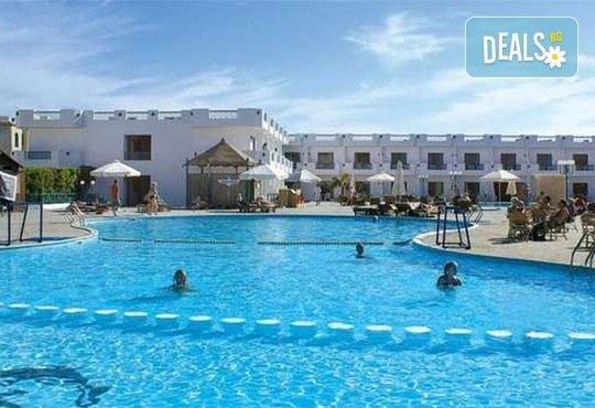 Почивка през септември и октомври в Шарм Ел Шейх, Египет, с Караджъ Турс! 7 нощувки на база All inclusive в Sharm Cliff Resort 4*, самолетен билет и багаж, трансфери - Снимка 1