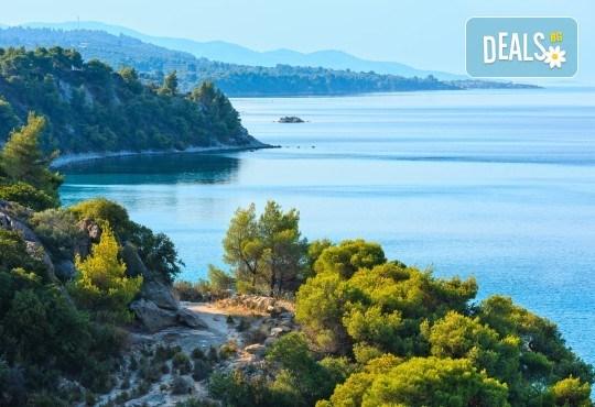 Мини почивка за Септемврийските празници в Пефкохори! 3 нощувки със закуски и вечери, транспорт и посещение на Солун - Снимка 3
