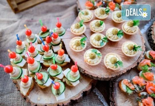 Апетитно и свежо! Сет Лято - 3 плата с общо 80 зеленчукови шишчета, мини еклери и тарталети, аранжирани и декорирани за директно сервиране, от кулинарна работилница Деличи! - Снимка 3