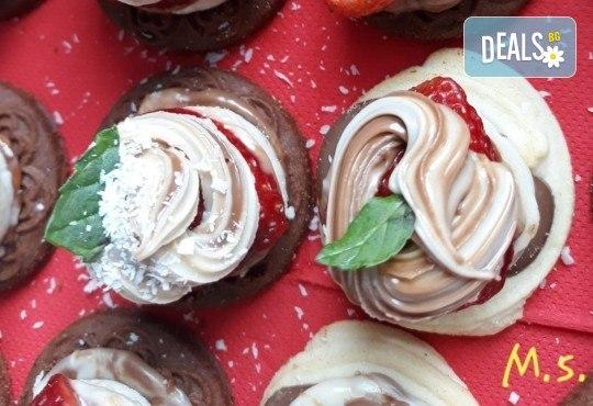 30 броя мини бисквитени тортички с лимонов крем и ягодово сладко от My Style Event! - Снимка 4