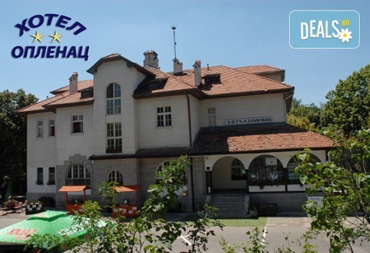 Посрещнете Нова година в Топола, Сърбия! 2 нощувки със закуски в Hotel Oplenac, транспорт и ползване на СПА и басейн - Снимка 3