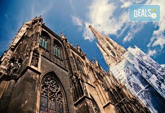 Екскурзия до Виена, с полет до Братислава, със Z Tour! Самолетен билет, 3 нощувки със закуски, трансфери Братислава-Виена! Индивидуално пътуване! - Снимка 4
