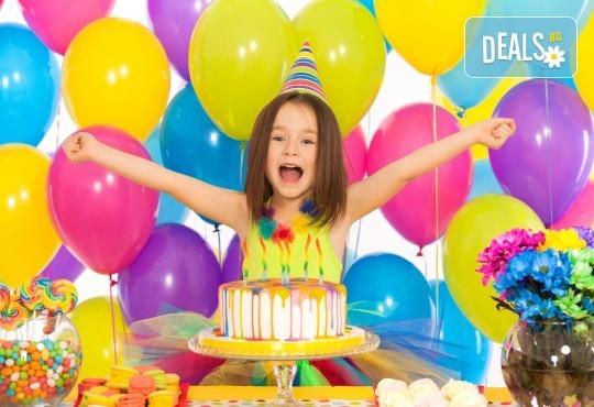 2 часа детски рожден ден с аниматор, меню за 10 деца, сладки и солени плата за родителите, голяма зала за игра, атракциони, стена за катерене, парти музика и зала за родителите в Детски клуб Аристокотките! - Снимка 1