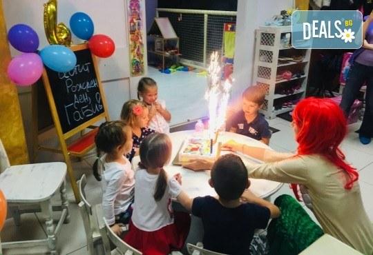 2 часа детски рожден ден с аниматор, меню за 10 деца, сладки и солени плата за родителите, голяма зала за игра, атракциони, стена за катерене, парти музика и зала за родителите в Детски клуб Аристокотките! - Снимка 22