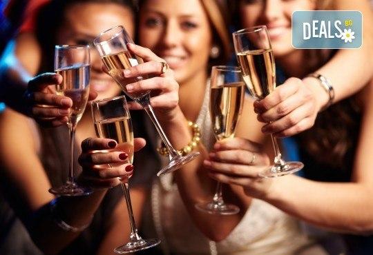 Купон за Нова година в Пирот: богата празнична вечеря с неограничен алкохол