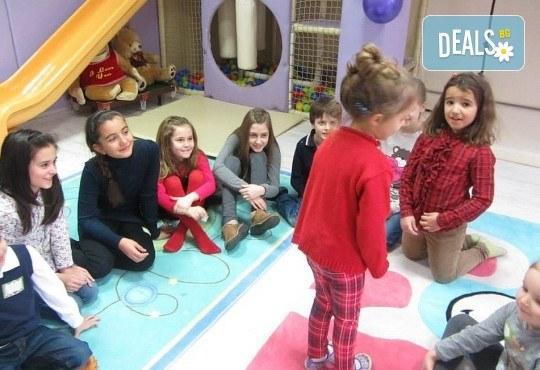 3 часа детски рожден ден с аниматор, меню за 10 деца, сладки и солени плата за родителите, голяма зала за игра, атракциони, стена за катерене, парти музика и зала за родителите в Детски клуб Аристокотките! - Снимка 3
