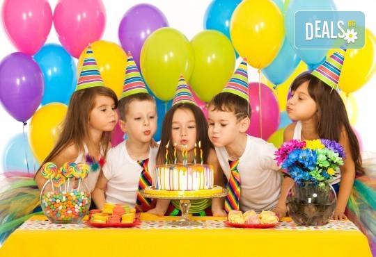 3 часа детски рожден ден с аниматор, меню за 10 деца, сладки и солени плата за родителите, голяма зала за игра, атракциони, стена за катерене, парти музика и зала за родителите в Детски клуб Аристокотките! - Снимка 1