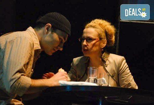 Гледайте Силвия Лулчева и Николай Луканов в Любовна песен на 27.09. от 19 ч. в Младежки театър, камерна сцена, 1 билет! - Снимка 7