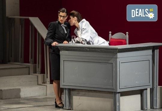 Съдебен процес с Ваше участие в Театър София! Гледайте Нощта на 16-ти януари от Айн Ранд на 26.09. от 19ч., билет за един - Снимка 11