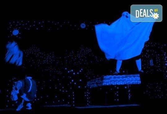 Красив, умен и прилично дебел! Гледайте с децата Карлсон, който живее на покрива в Младежки театър, Голяма сцена на 28.09. от 11 ч. - Снимка 4