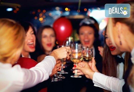 Моминско или ергенско парти на колела с луксозна лимузина от RINGSPOT и заснемане от професионален фотограф от New Line Production и подаръци! - Снимка 16