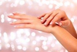 Погрижете се за кожата на ръцете си с подхранваща и хидратираща парафинова терапия в NSB Beauty! - Снимка