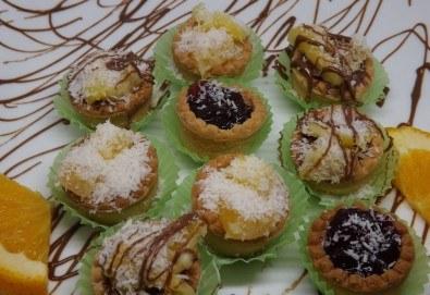 Вземете 30 апетитни тарталети с баварски крем или течен шоколад и горски плодове от Кетърингхапки.com! - Снимка