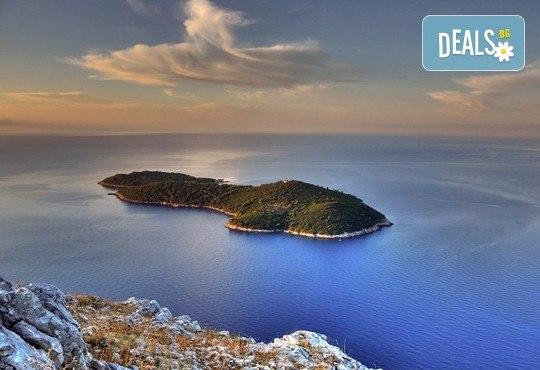 Перлите на Адриатика през октомври – Будва и Дубровник! 3 нощувки със закуски и вечери, транспорт, посещение на Цетина и Подгорица - Снимка 4