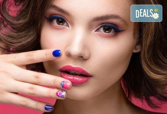 Класически или френски маникюр с гел лак Blue Sky или Rec, богат избор от ефекти, 2 перманентни декорации и хидратиращ масаж на ръце в Beauty center D&M! - Снимка 3