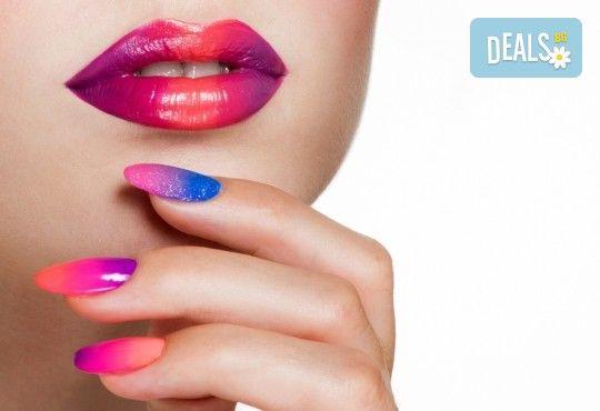 Класически или френски маникюр с гел лак Blue Sky или Rec, богат избор от ефекти, 2 перманентни декорации и хидратиращ масаж на ръце в Beauty center D&M! - Снимка 1