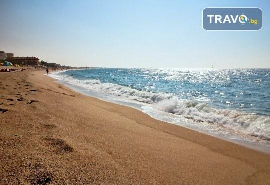 Изпратете лятото с почивка в Малграт де Мар, Испания! Самолетен билет, 7 нощувки със закуски и вечери в хотел 3* и трансфери - Снимка 2