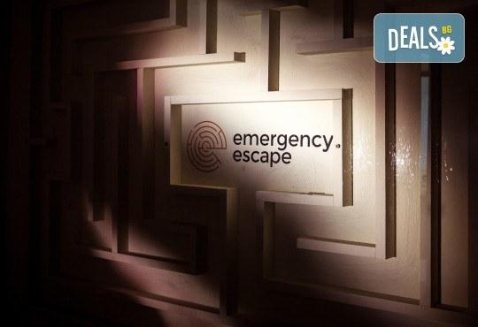 Играйте с приятели! Отборна ескейп игра Направление Неизвестно от Emergency Escape! - Снимка 1