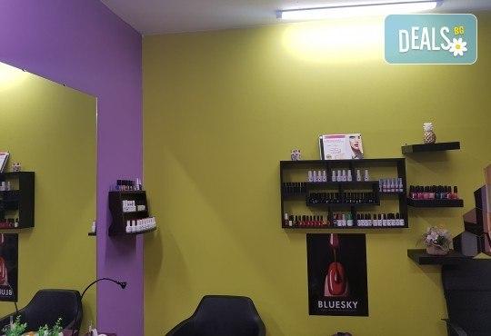 Боядисване с боя на клиента, подхранваща терапия за запазване на цвета - масажно измиване, маска, арганово масло и прав сешоар в салон Atelier Des Fleurs! - Снимка 7