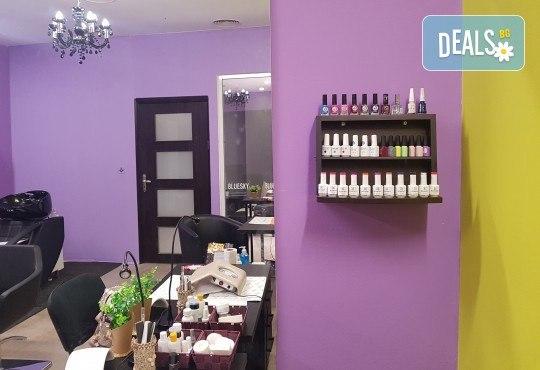 Боядисване с боя на клиента, подхранваща терапия за запазване на цвета - масажно измиване, маска, арганово масло и прав сешоар в салон Atelier Des Fleurs! - Снимка 5