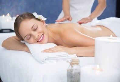 Mасаж на цяло тяло по избор - дълбокотъканен, класически или релаксиращ, с ароматни масла и масаж на лице и глава във Фризьорски салон Moataz Style! - Снимка