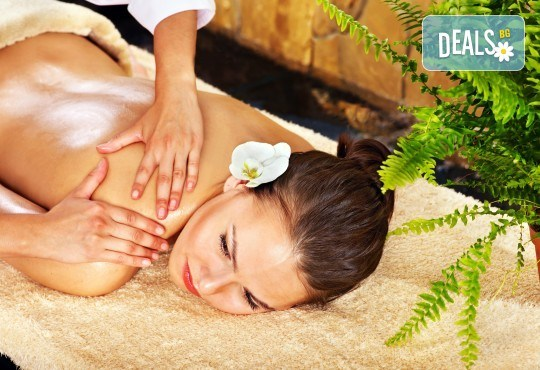 Mасаж на цяло тяло по избор - дълбокотъканен, класически или релаксиращ, с ароматни масла и масаж на лице и глава във Фризьорски салон Moataz Style! - Снимка 2