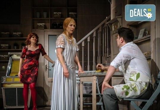 На 11-ти октомври (петък) гледайте Асен Блатечки в комедията Зимата на нашето недоволство в Малък градски театър Зад канала! - Снимка 1
