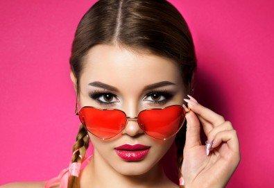 Приковаващи очи! Поставяне на 3D мигли от естествен косъм в салон за красота Женско царство - Студентски град или Центъра! - Снимка