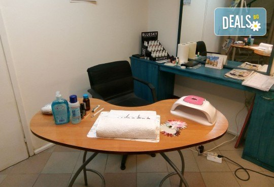 Подарете си дълготраен маникюр или педикюр с гел лак Bluesky и 2 декорации в Студио Beauty and Travel! - Снимка 5