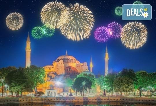 Нова година в Истанбул: 3 нощувки, 3 закуски в хотел 5*, Празнична вечеря, транспорт