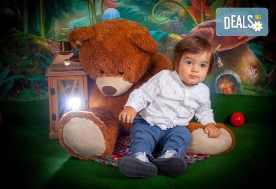 Едночасова детска или семейна фотосесия в студио или на открито и обработка на всички кадри от фотостудио Arsov Image! - Снимка 4