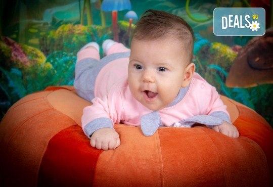 Едночасова детска или семейна фотосесия в студио или на открито и обработка на всички кадри от фотостудио Arsov Image! - Снимка 3