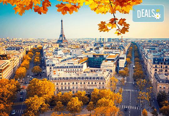 Самолетна екскурзия до Париж през ноември с Дари Травел! 4 нощувки със закуски, самолетен билет с включени летищни такси и екскурзоводско обслужване - Снимка 1