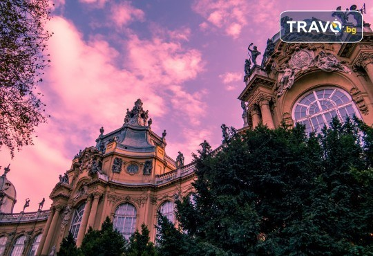 Коледна магия в Будапеща и Братислава с Дари Травел! 2 нощувки със закуски, транспорт, програма в Братислава и възможност за посещение на Виена - Снимка 6