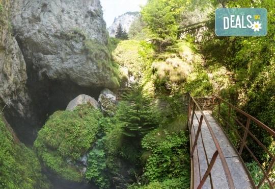 Екскурзия през октомври до Пампорово, Ягодинската пещера и Дяволското гърло! 1 нощувка със закуска и вечеря, транспорт и екскурзовод - Снимка 8