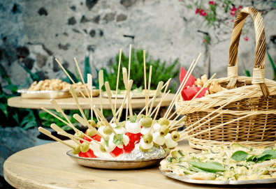 Вегетарианско изкушение! 60 броя хапки със зеленчуков пастет, моцарела, доматче, катък и печена чушка от My Style Event - Снимка