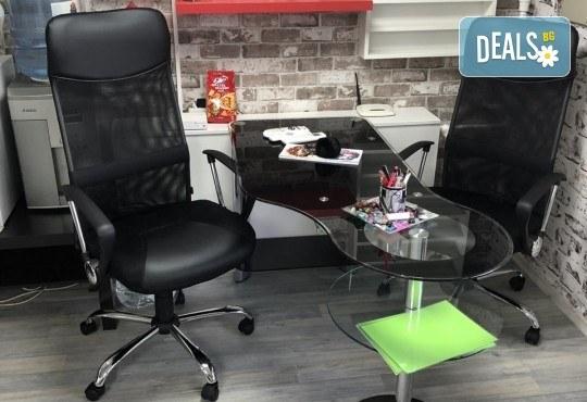 Боядисване с боя на клиента, терапия с продукти според нуждите на косата и прав сешоар в салон за красота Diva - Снимка 6