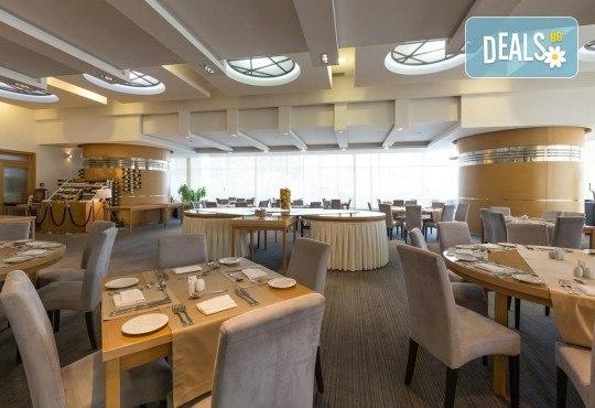Посрещнете Нова година 2020 в Белград, със Запрянов Травел! 2 нощувки със закуски в СПА хотел Tulip Inn 3*, 1 стандартна и 1 гала вечеря с неограничени напитки - Снимка 9