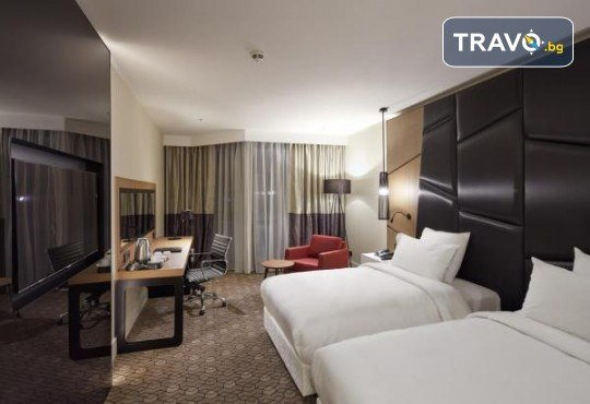 Ранни записвания за 5-звездна Нова година в Pullman Istanbul Hotel & Convention Center в Истанбул! 3 нощувки със закуски, Новогодишна вечеря и ползване на басейн и сауна, транспорт по избор - Снимка 3
